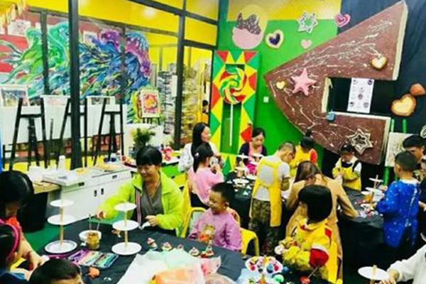 杨梅红美术教育是行业中最流行的品牌